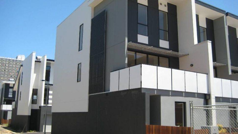 3 Bedroom Townhouse For Rent 1 Smyth Mews North Melbourne Vic Little Real Estate Little Real Estate